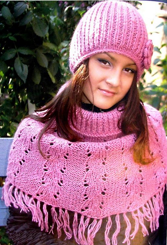 модная женская вязаная шапка спицами схема.