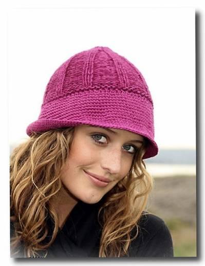 Женская шапочка с широкими полями.  Вязание спицами и крючком.
