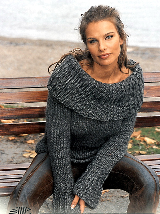Темно - серый пуловер с