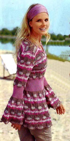 Приталенный пуловер с расклёшенными рукавами