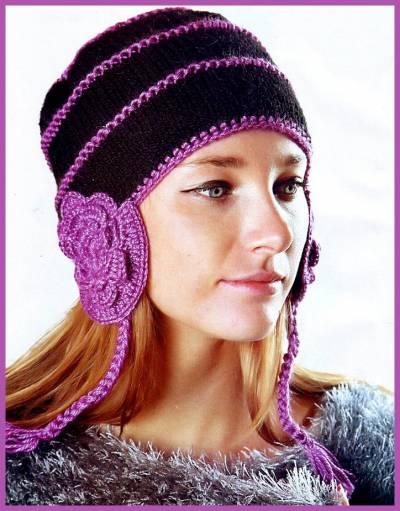 Вязаная шапка-ушанка с цветами