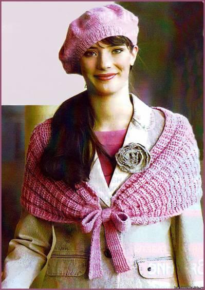 Розовая пелерина и маленький берет, связанные спицами, станут прекрасным дополнением к вашему осеннему или весеннему...